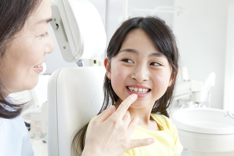 幼少の頃からの定期検診をお勧めします。